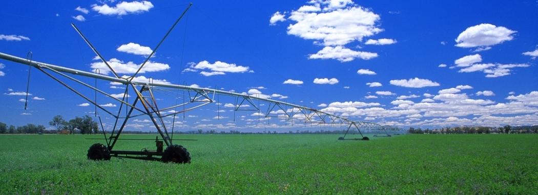 CSIRO_ScienceImage_4565_Irrigation spray boom in lucerne crop near Albury NSW